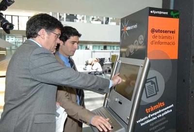 Llegan a los ayuntamientos los quioscos electr nicos - Oficinas empadronamiento barcelona ...